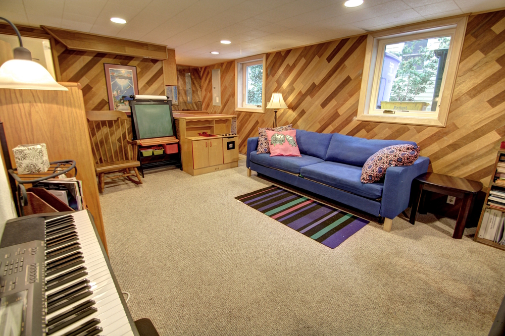 basement-livingroom3.jpg