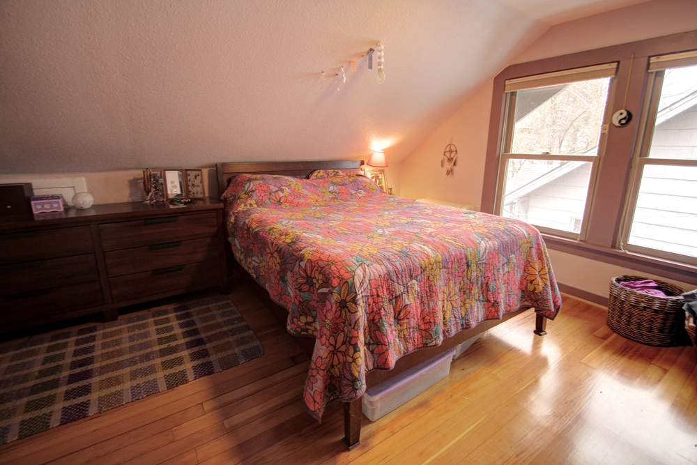 upstairs-bed3.jpg