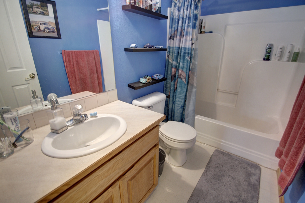 upstairs-bathroom.jpg