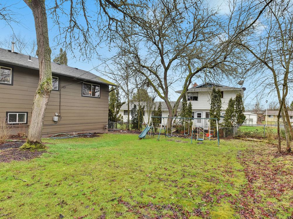 2385 SW Balsam Ave - Beaverton- 39.jpg