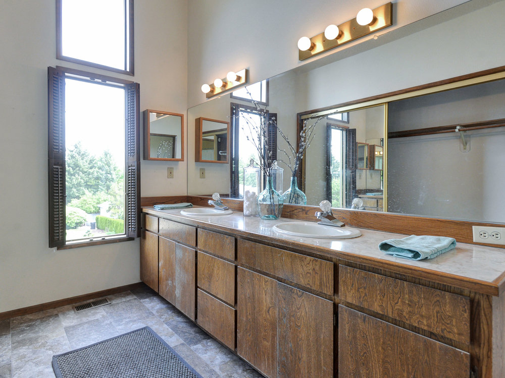10390 SW View Terrace - Tigard- 24.jpg