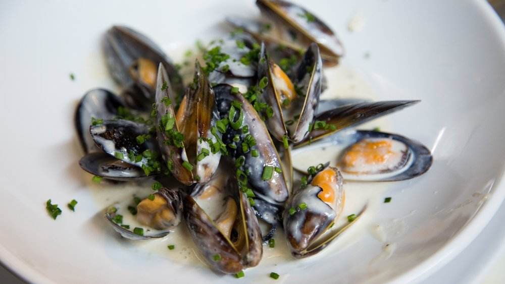Bagatelle lunch and dinner, mussels starter dish