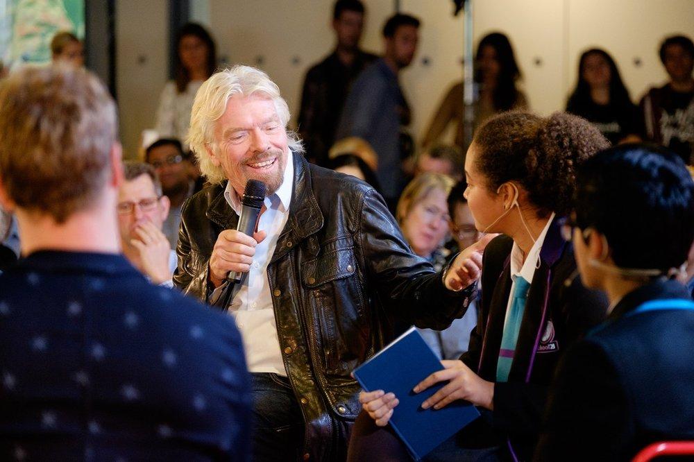 Richard Branson, un multimillonario que siempre se ha salido de las órbitas más conservadoras
