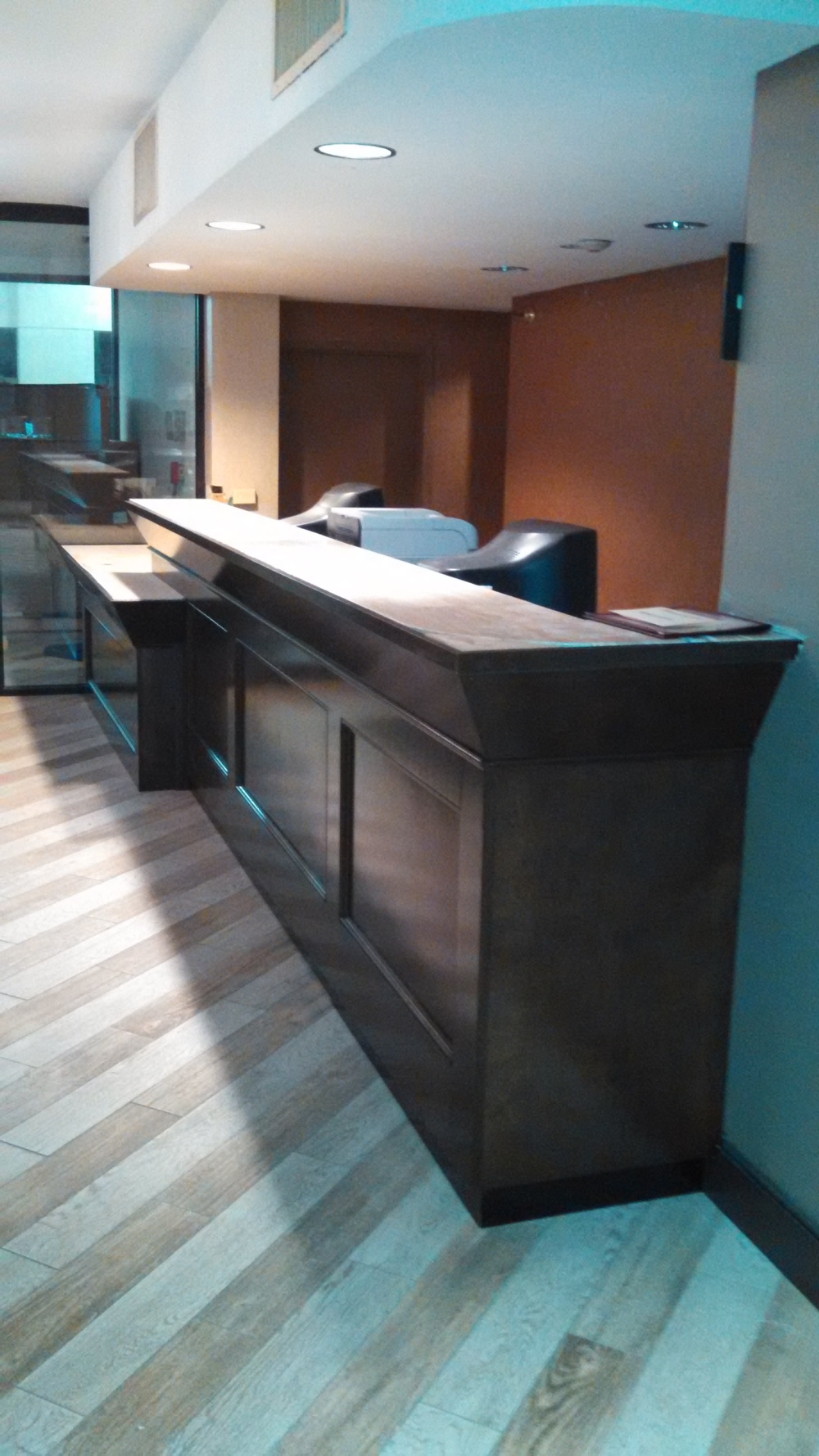 finish job reception counter best western 007.jpg