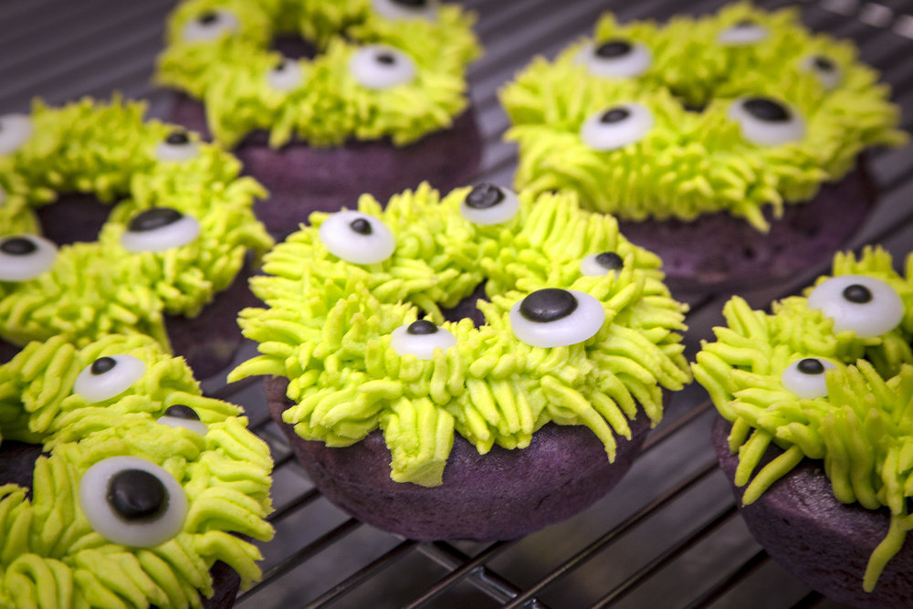 ***AVAILABLE OCT 20&21 AT BOTH STORES*** 👽MONSTER MASH👽:  A purple donut base that has mysteriously grown otherworldly radioactive green hair and spooky, googly eyeballs. Luckily for us they love to be eaten and they're fur tastes like deliciously tart green apple!