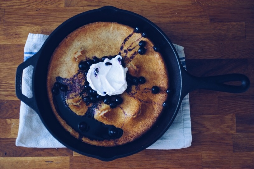 RECIPE: SPELT DUTCH BABY PANCAKE WITH BLUEBERRY SAUCE & YOGURT | millycundall.com