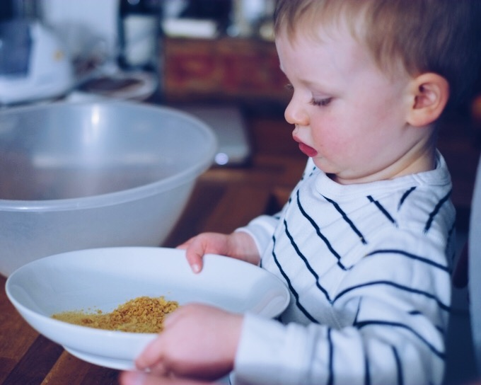 Recipe: Crunchy Cornflake Crumb Fish Fingers | millycundall.com