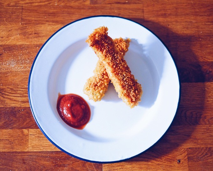 Recipe: Crunchy Cornflake Crumb Fish Fingers| millycundall.com