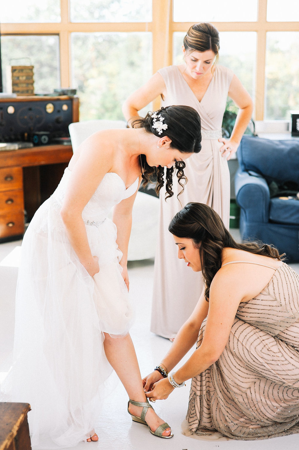 GettingReady_Dragonline_Studios_Jamestown_RI_Wedding-45.jpg