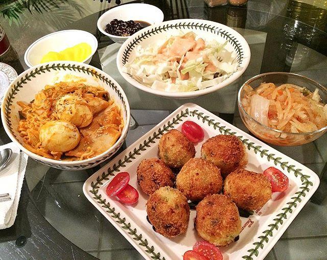 That time I made #arancini and #rabokki for @lilfuzziebear 🎀. . #라뽁이#반찬#먹방#집밥#요리#홈쿡#저녁#homecooking#homemade#onmytable#banchan#koreancooking#koreanfood