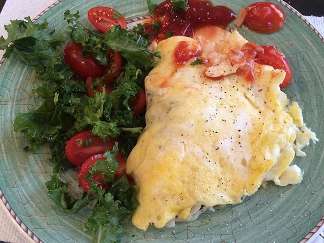 👉🏻Simple Recipe: Fresh Cherry tomato& Mozzarella Omelette 👈🏻Should have taken a picture before my first bite: whisk 3 eggs (may omit 2 yolks) & a pinch of salt&pepper. Cook in a small pan until slightly set. Garnish generously with dried basil, cherry tomato halves,& 1/4cup shredded mozzarella. Fold over and lightly salt and pepper. Massage extra-virgin olive oil &balsamic vinegar into chopped kale& cherry tomatoes. Make sure to use ripe, non refrigerated cherry tomatoes for best taste !!! 🍅🍅🍅 #recipe #lunchidea #omelette #homecook #cooking #집밥 #요리 #홈메이드 #먹스타크램 #홈쿡 #점심 #치즈