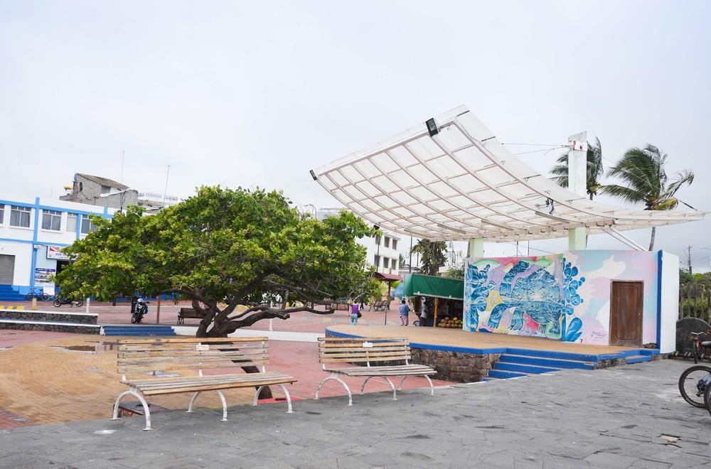 galapagos puerto ayora santa cruz
