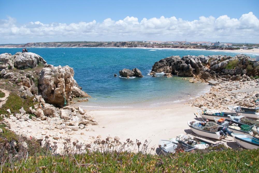 surfing hello getaway cityguide baleal portugal