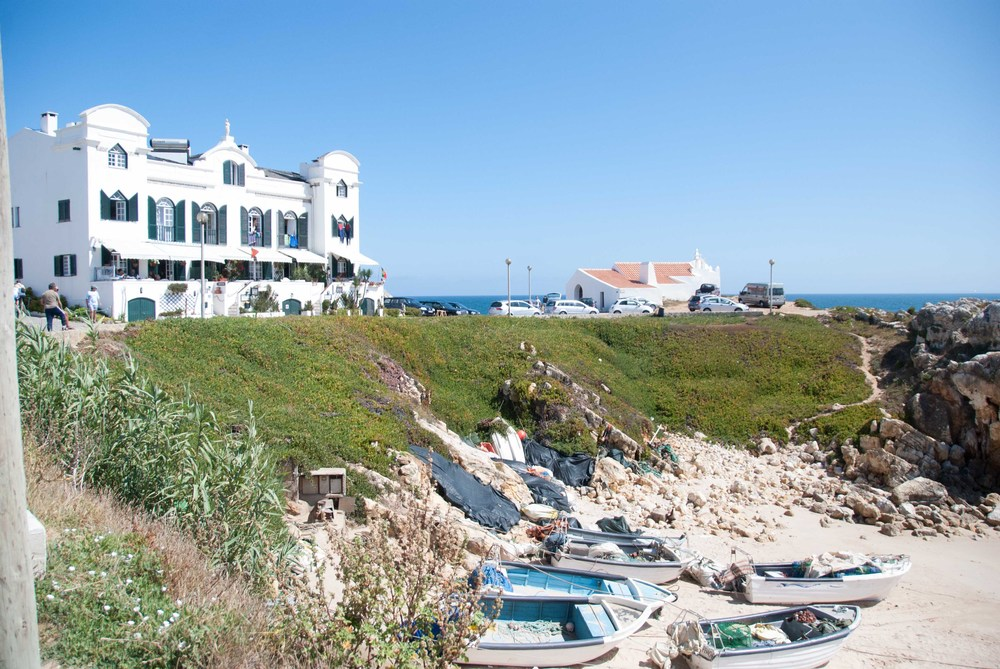 casa das mare`s roadtrip baleal portugal hellogetaway weekend