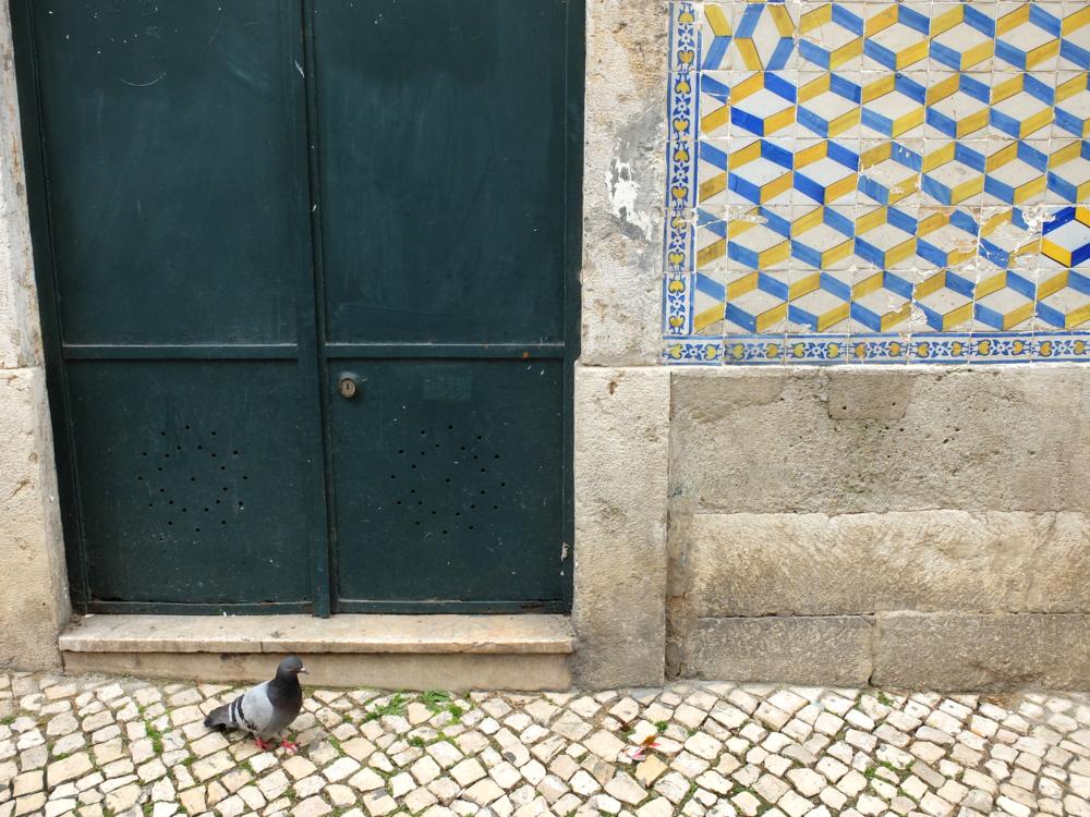 hello getaway cityguide lisbon portugal tile