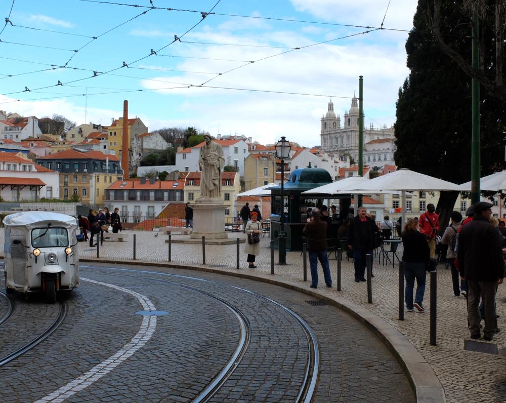 Lisbon cityguide hello getaway miradouro das portas do sol
