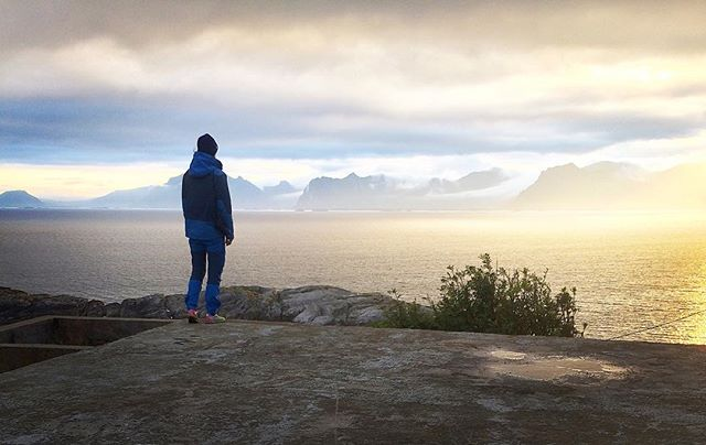 Lofoten, Norway, north of the polar circle is a magical place! See some pics from our trip on the blog. Link in bio 👆🏼 #lofoten #norway #norge #thearctic #roadtrip #midnightsun #midnattssol #hellogetaway #utno