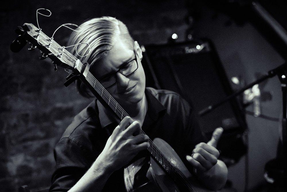 ALEXANDR MISKO FINGER STYLE GUITAR
