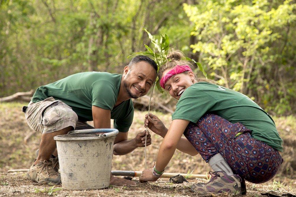 volontaire-plante-arbre.1200.jpg