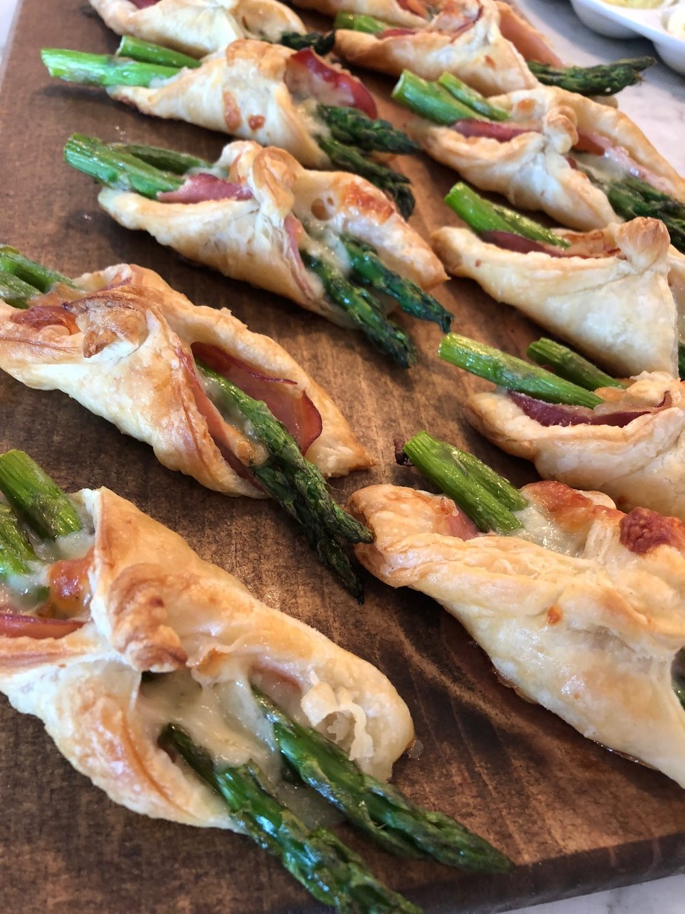 Asparagus puff pastry Parcels with prosciutto and Parmesan