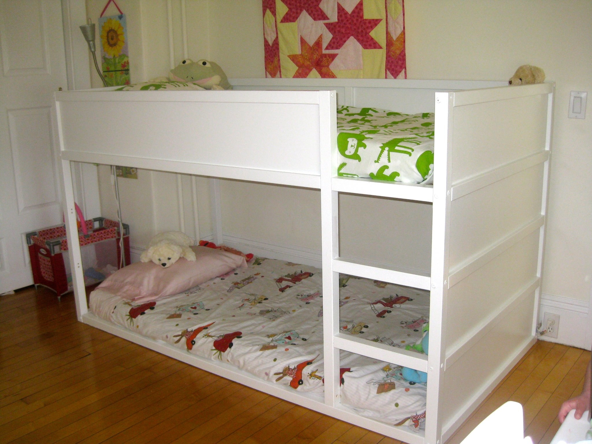 Readers share ikea kura bunk bed cocoon home for Kinderzimmer 11m2