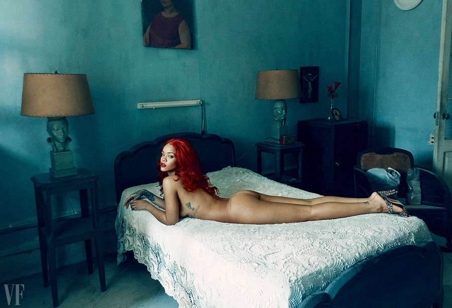 rihanna-november-2015-cover-annie-leibovitz-vf-03.jpg