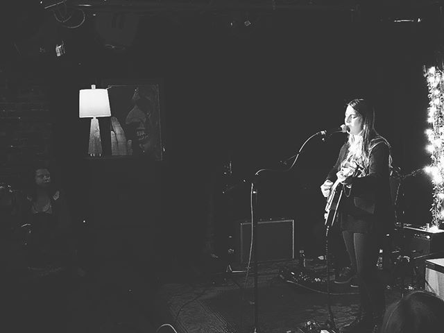 @katiepruittmusic kicks off another New Faces Nite show at @thebasementnash presented by...us! Amazing night of music ahead 🙌🏻🙌🏻🙌🏻