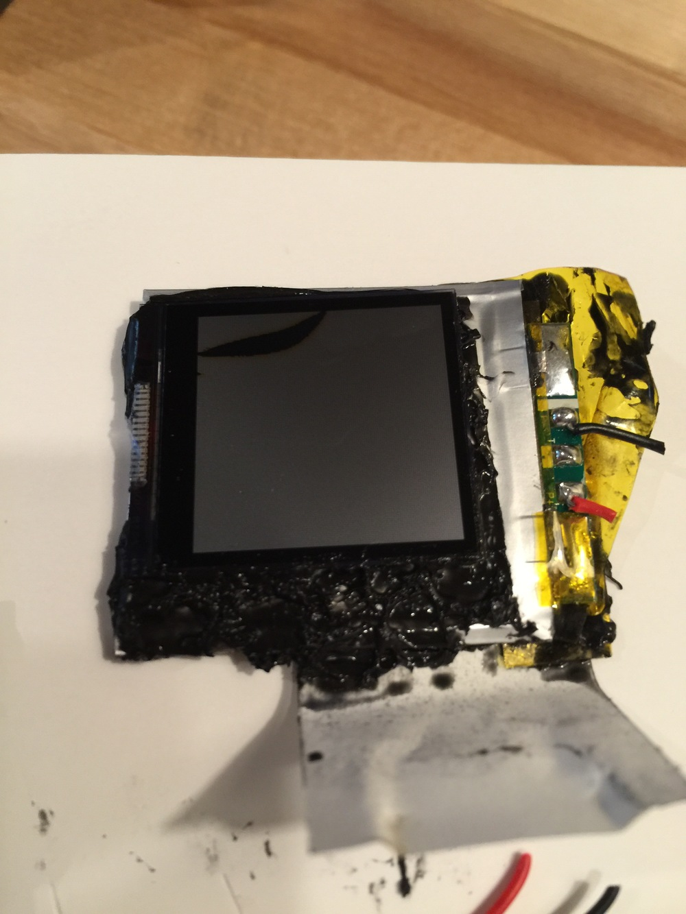 The screen is tar glued to the battery.  I damaged the screen while opening up the unit.