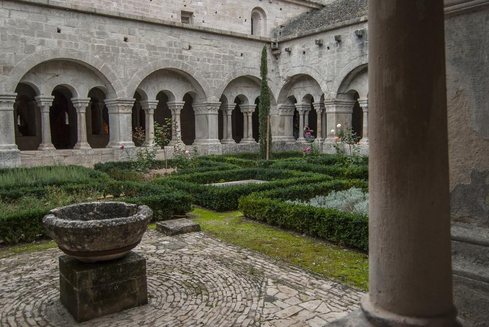 Sénanque Abbey - Courtyard