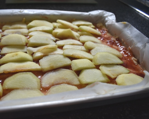 Lay a thin layer of apple slices.jpg