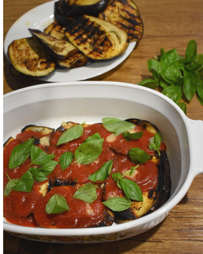 Eggplant Parmigiana showing the layering process.png