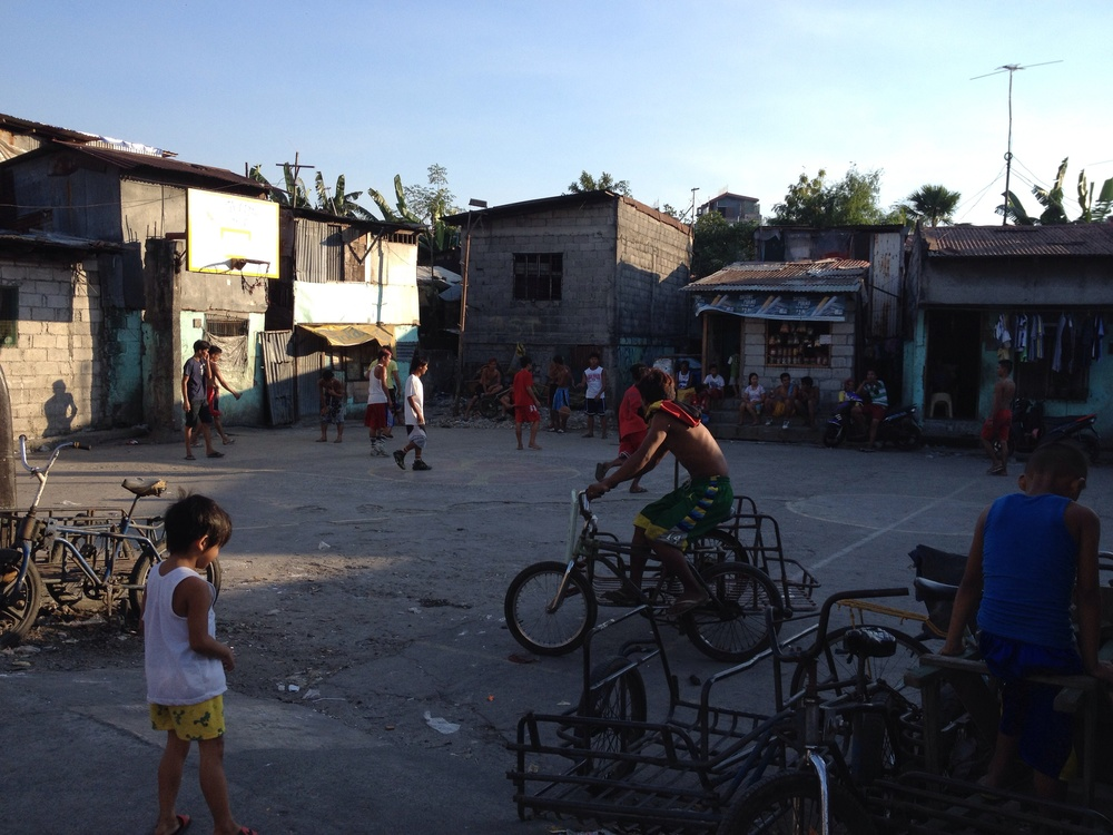 Here the houses are oriented to open onto the public square which accommodates basketball as one of the functions in Valenzuela.
