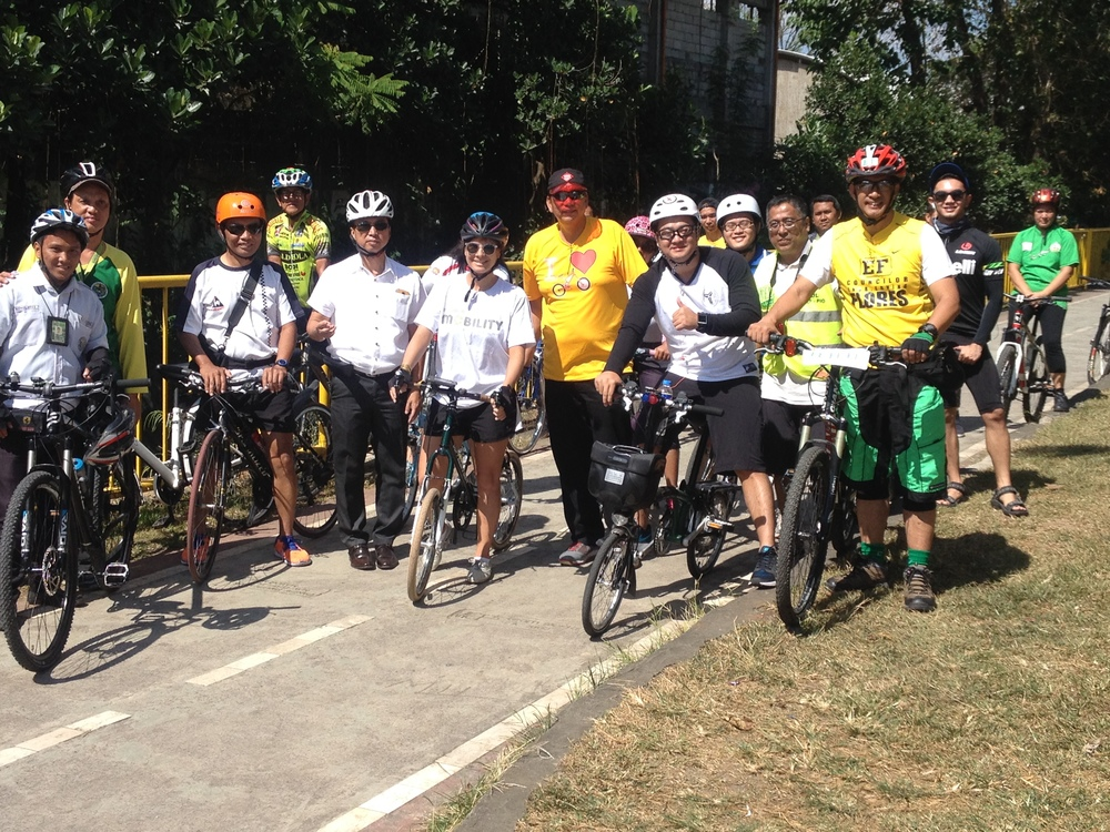 Thanks for Paul Sison, a fellow Board of Trustee of the Inclusive Mobility Network and Marikina's PR Officer, I was able to have a personal tour of the bike lane system with Vice Mayor Cadiz and staff from the Marikina Bikeways Office; the only office of its kind in Metro Manila.
