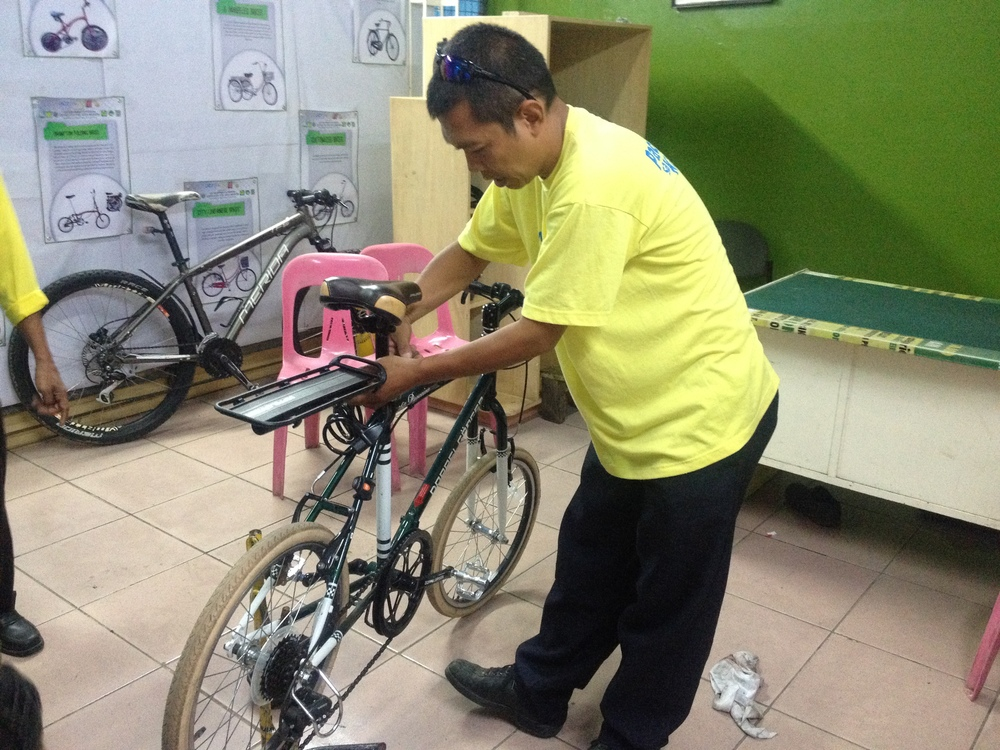 The Bikeways Office offers free tune ups at the Marikina Sports Complex. One of the trained mechanics gives my Parceiro a one over and was able to fix a break which was slightly misaligned.