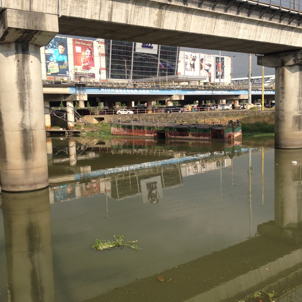 Under the bridge in front of SM is supposed to be an MMDA multi-modal transport hub. The location is a center point for jeepneys, tricycles, and an LRT stop, but the river is too low for a ferry to also stop here unfortunately. The entire river needs to be dredged in a standard fashion among all the LGUs in order for it to be effective; a coordination effort that has yet to transpire.