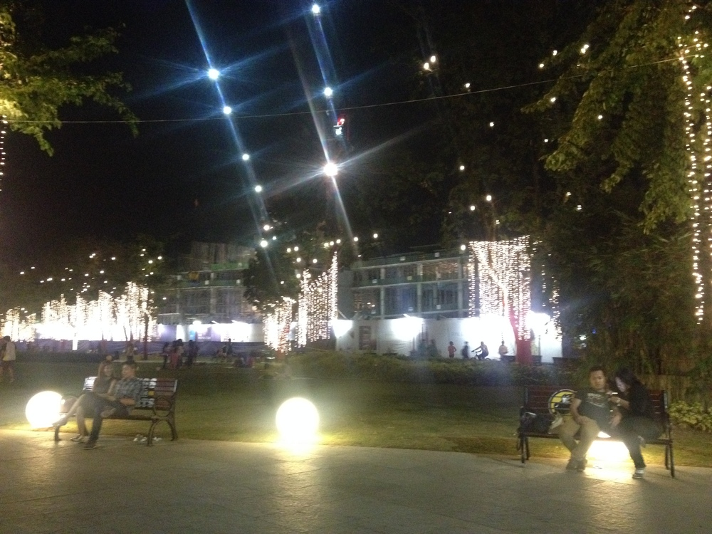 Capital Commons, the newest development in the area is the Ayala Triangle of Pasig City. When I biked by on Friday evening people were hanging out on benches, jogging, and biking around the open green space.