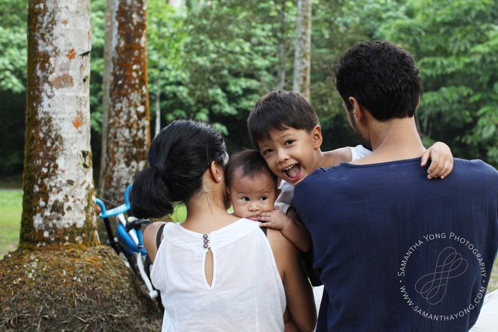 De Shield Family Portraits © Samantha Yong