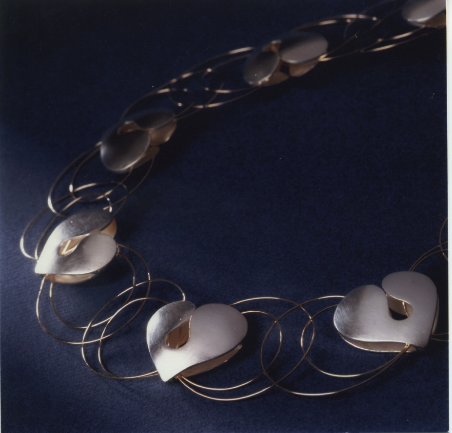 The official jewellery for the Lucia maiden (Folkhälsans Lucia smycke) in year 2000