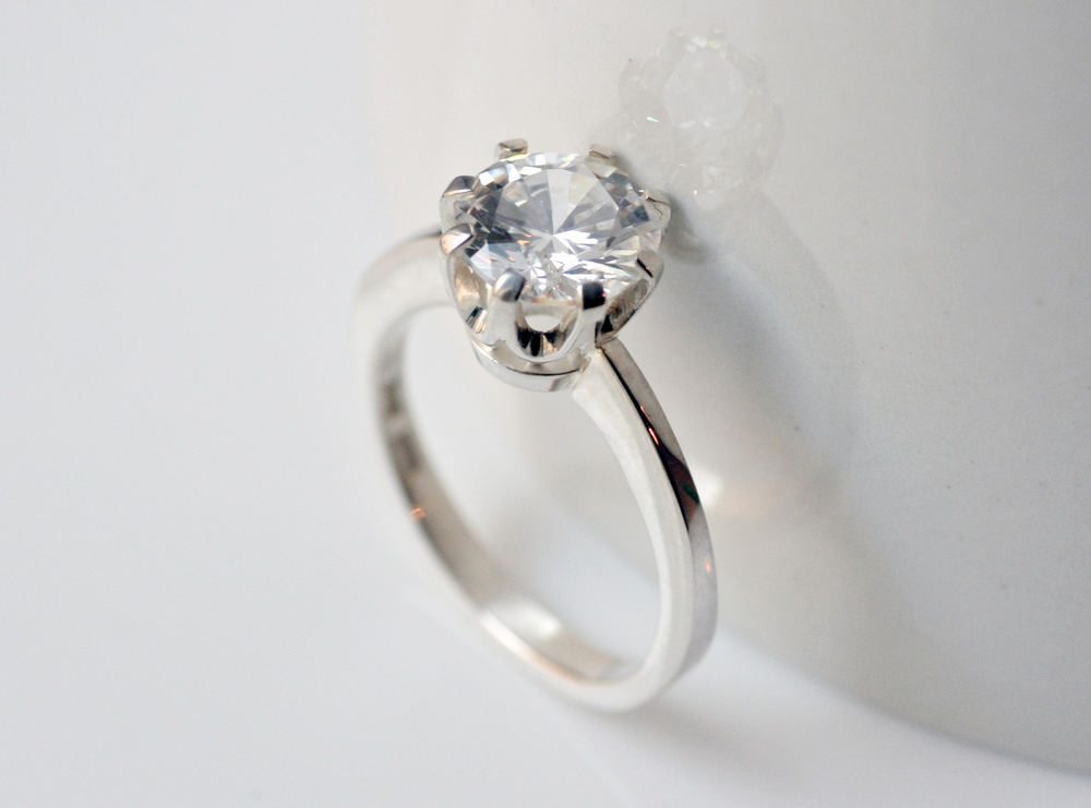 Ring in sterling silver, crown setting with cubic zirconia