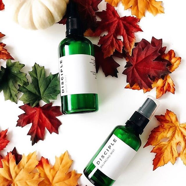Autumn is by far our favourite season here at Disciple, even if knowing what to wear can be a bit confusing (hello freezing mornings then t-shirt weather in the afternoon 🙄). It's also a transitional time for skin too and a great time for layering different products and nourishing the skin in preparation for the winter. Do you use different products at different times of the year? What are some of your autumn/fall faves? 🍂 . This gorgeous shot was taken by our friend Floriana over @fromthebullet who has been a supporter of Disciple from day 1. She also juggles a super demanding full time job, being a mum to two gorgeous daughters, beauty blogging and some occasional baking 🥧 . #naturalskincare #naturalbeauty #cleanskincare #cleanbeauty #beauty #skincare #clean #green #greenbeauty #vegan #wellness #stress #anxiety #acne #nomakeup #sortyourskinout #london #startup #indiebeauty #faceoil #beautycommunity #skincareroutine