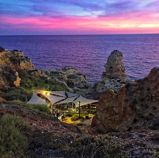 Boneca Bar is absolutely the perfect spot for dinner, a glass of local wine  and to watch the sunset over the rugged coast of the Algarve. Set within the cliffs of Algar Seco, this restaurant specializes in fresh grilled fish, seafood and local favorite... spicy peri peri prawns. We can't get enough! 🌶 🦐❤️ www.jetawayguru.com