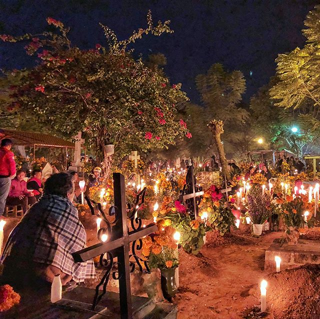 For many families Dia de los Muertos involves decorating the graves of their departed with flowers, food, candles, mezcal and other offerings. Families will then spend the entire evening of October 31 at the graves to honor and to connect with the dead. There are a few cemeteries in and around Oaxaca where you can visit and take part in the celebration... the 2 most beautiful and famous are Xoxocotlan and Azompa. 💛💀🌼☠️🌼💀💛 www.jetawayguru.com