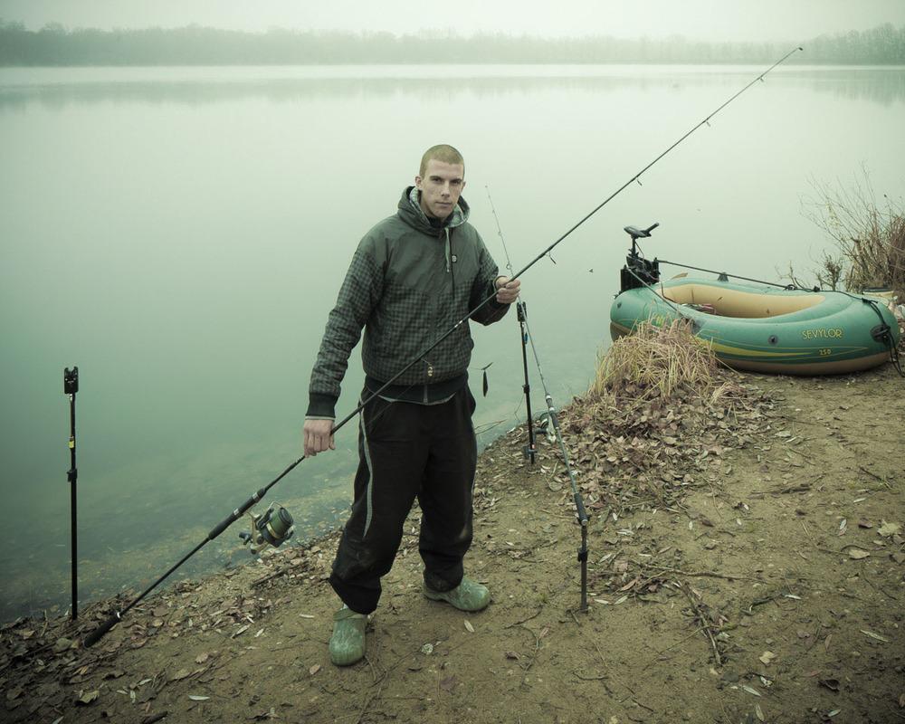 Lieux abandonnés - le bon chemin - pêcheur et son canot pneumatique