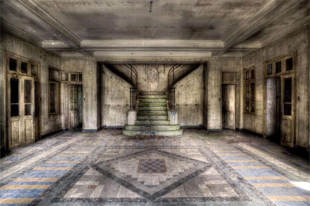 Lieux abandonnés - le préventorium Laelec - hall d'entrée