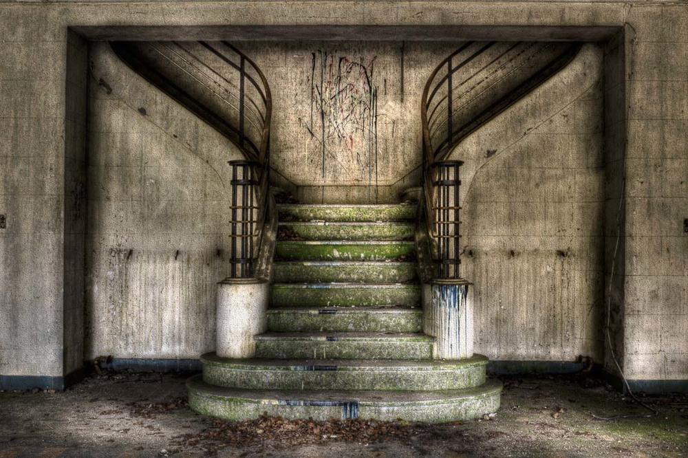 Lieux abandonnés - le préventorium Laelec - grand escalier