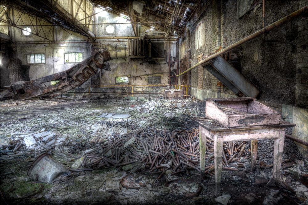 Lieux abandonnés - la filature Badin à Barentin - la table rose