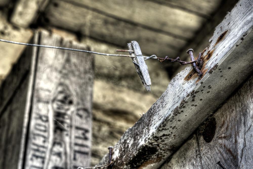 Lieux abandonnés - Cabane de pêcheur - pince à linge et boîte en bois La Rochelle