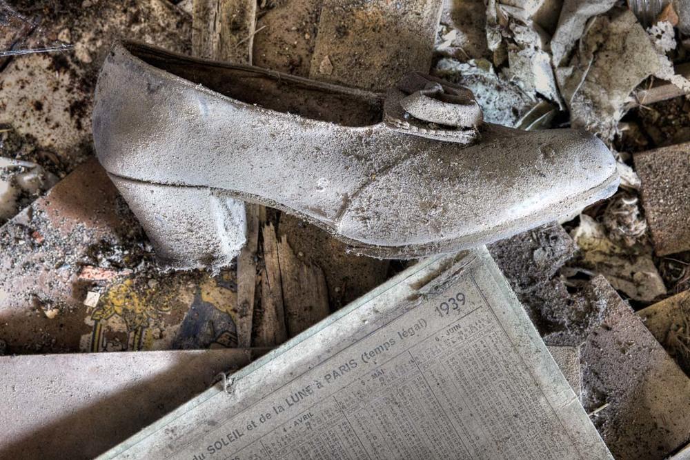 Lieux abandonnés - Cabane de pêcheur - la chaussure féminine