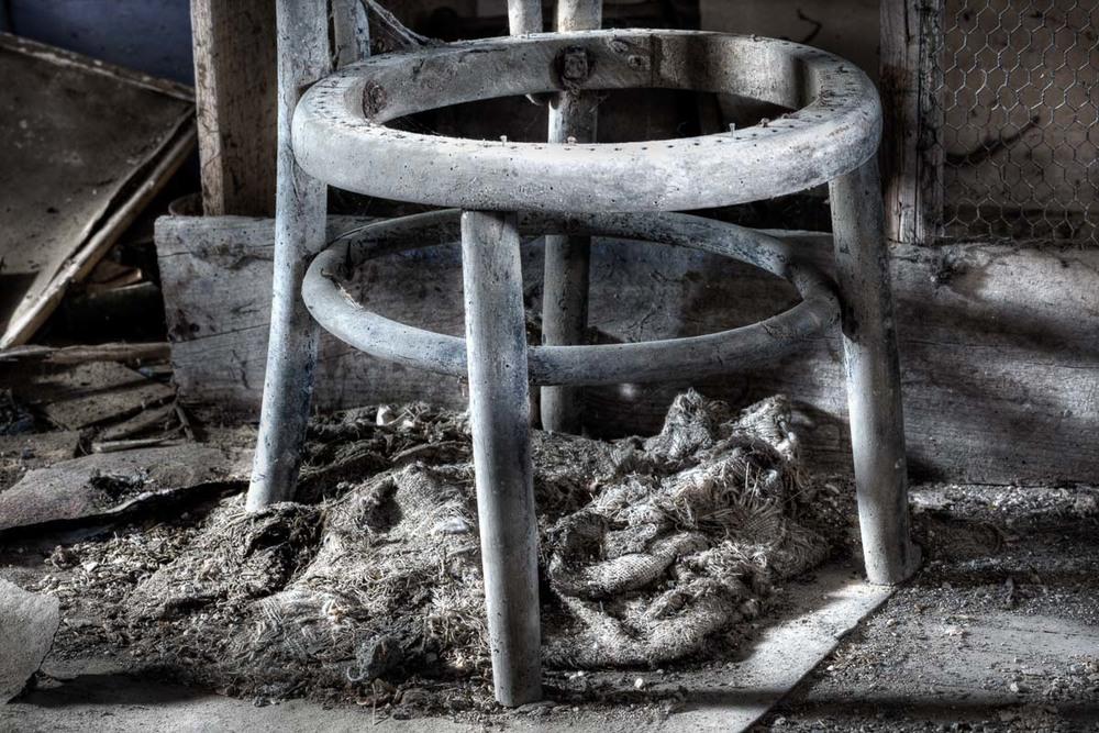 Lieux abandonnés - Cabane de pêcheur - la chaise défoncée