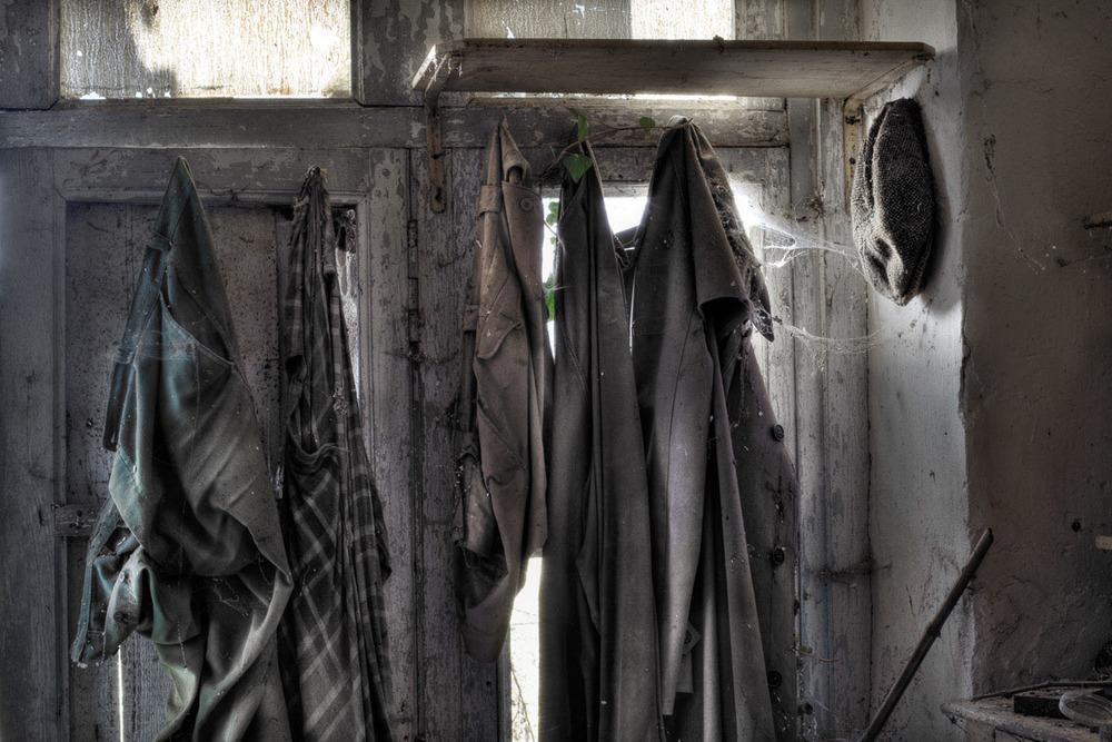 Lieux abandonnés - Cabane de pêcheur - les vêtements